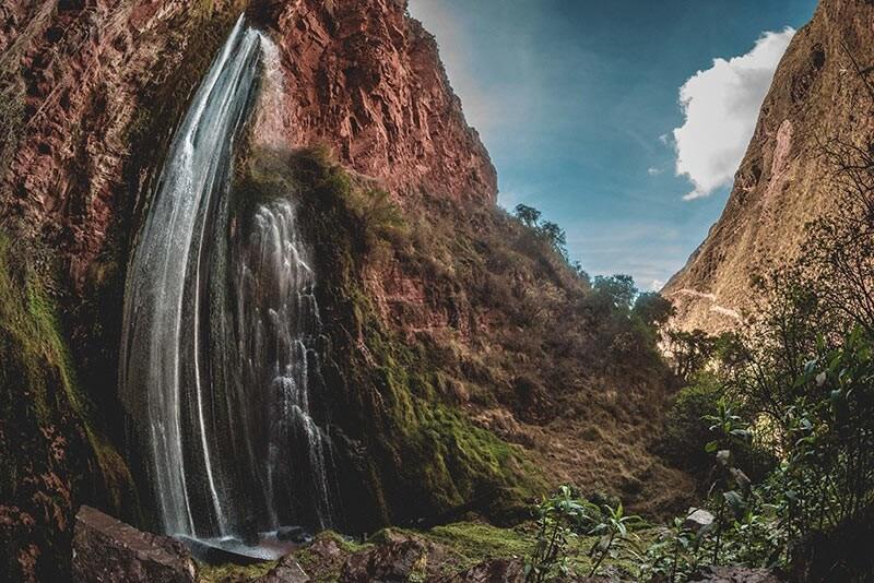 Perolniyoc Waterfall Hike